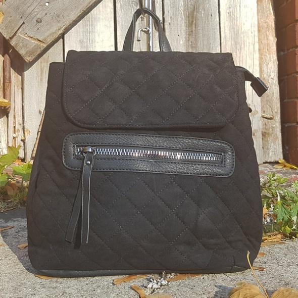 Czarny plecak...