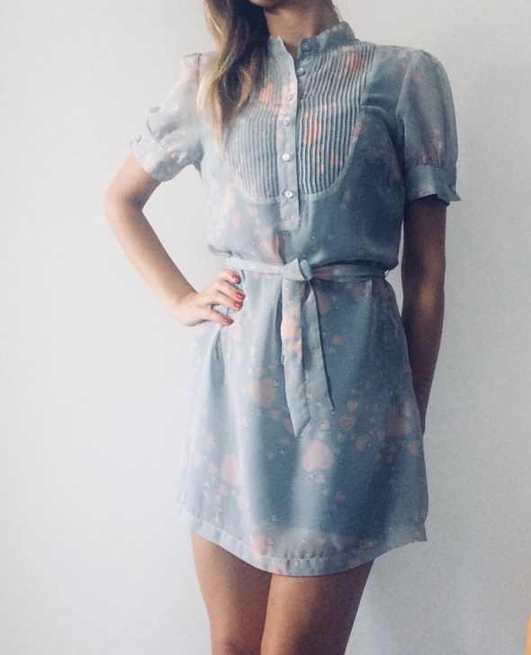 Sukienka w serduszka Cropp Town...