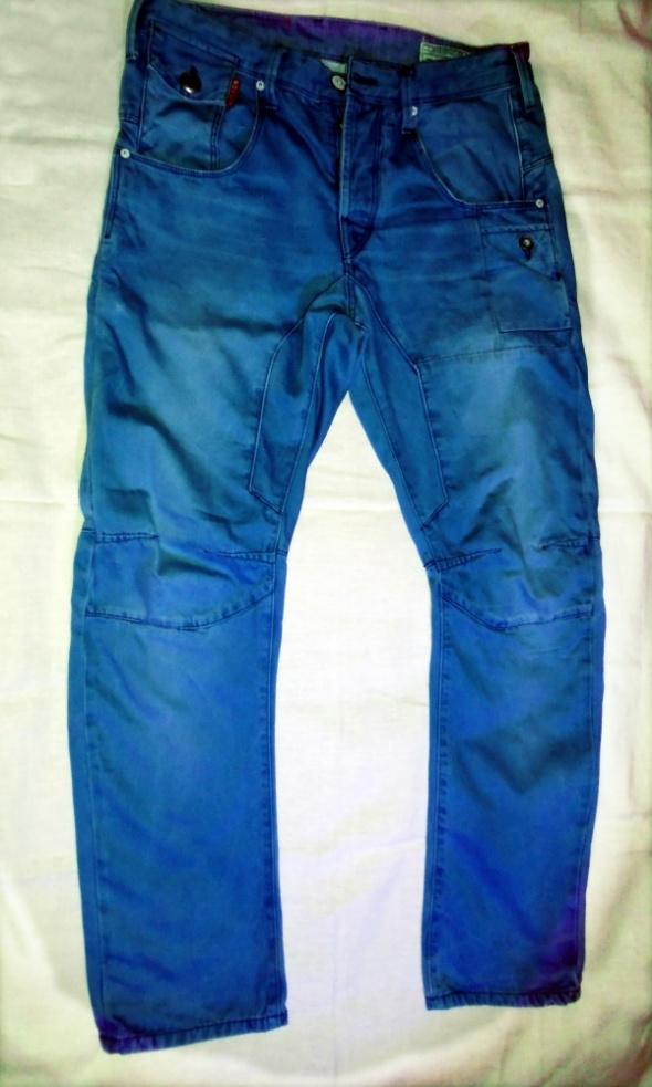 Błękitne dżinsy skrętki
