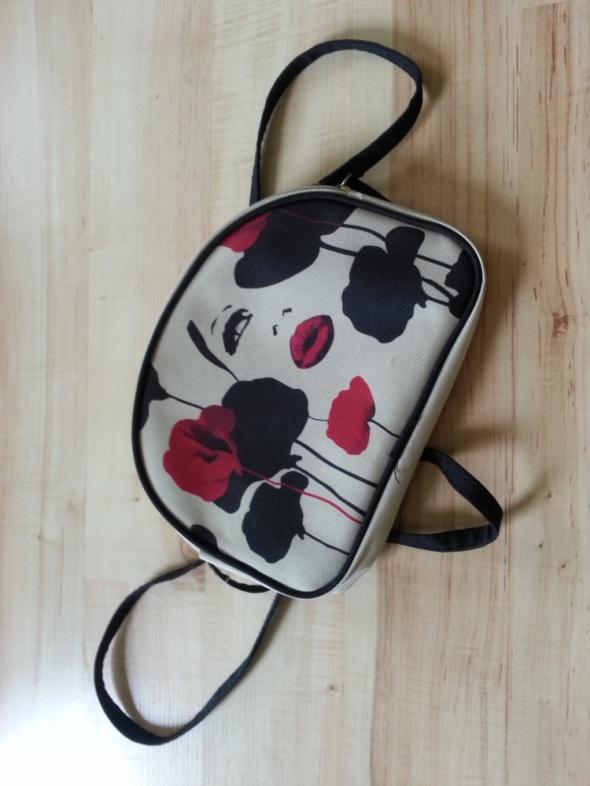 Mała torebka z nadrukiem...