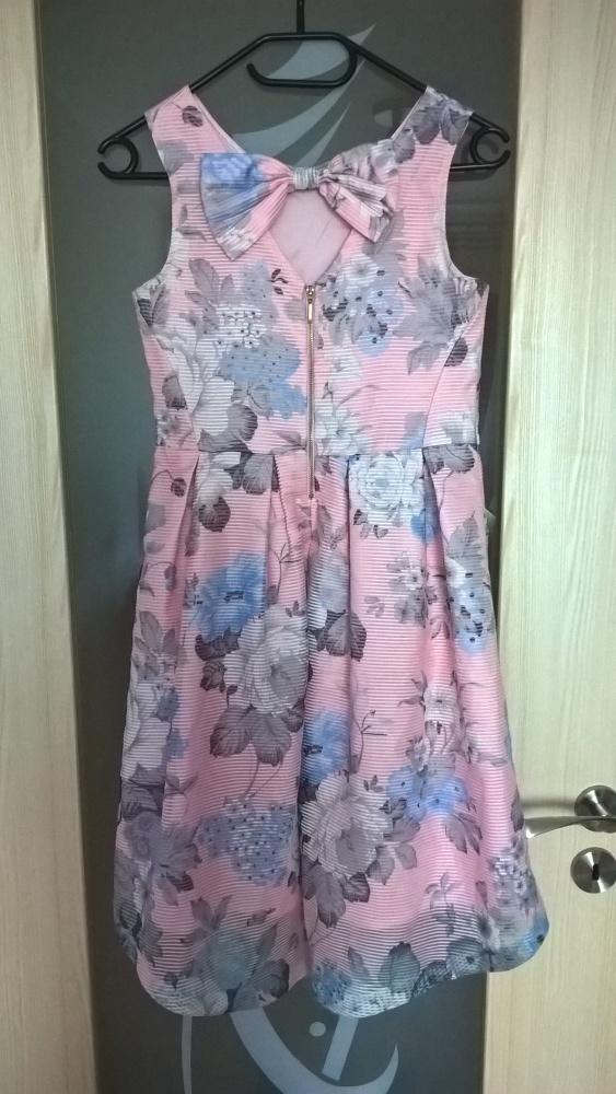 Śliczna pastelowa sukienka w kwiaty