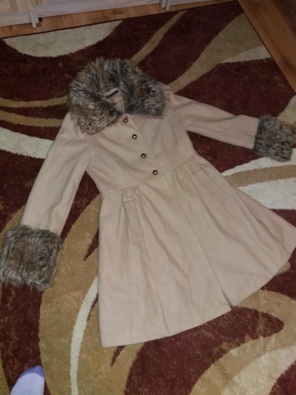 Beżowy płaszcz Miss Selfridge...