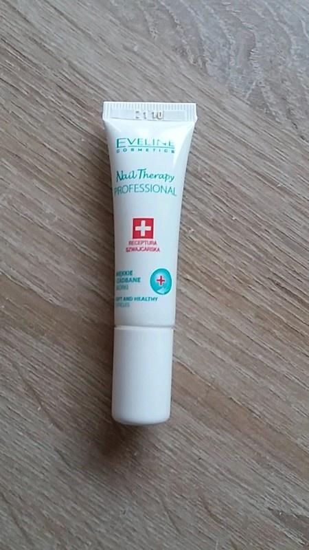 Nail Therapy Eveline miękkie i zadbane skórki