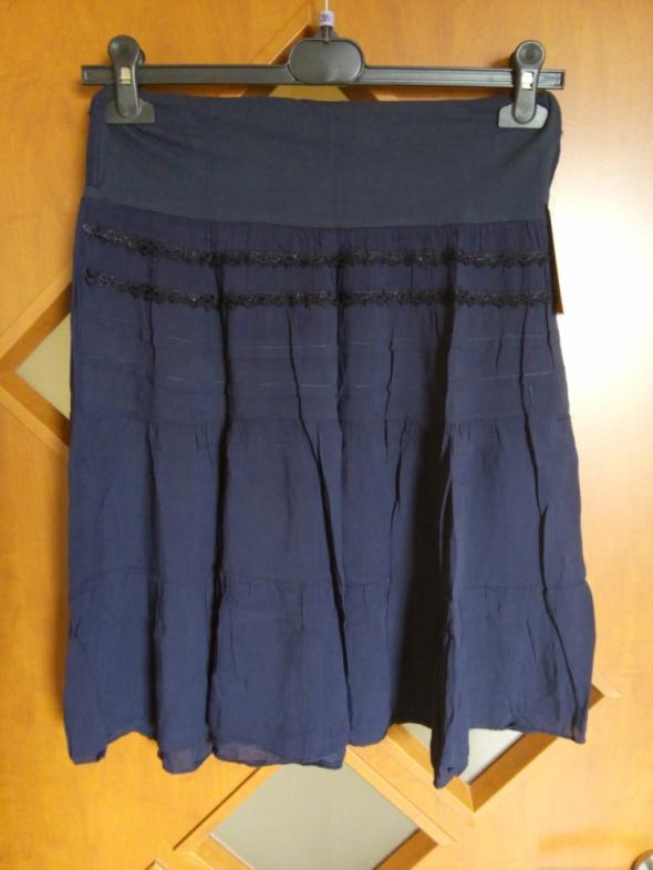 niebieska lekka spódniczka na lato
