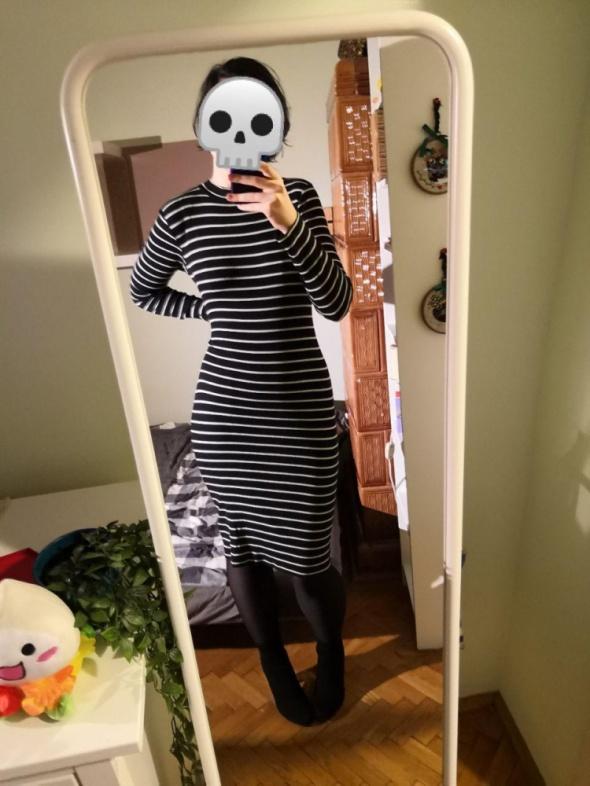 Czarna swetrowa ciepła sukienka w paski H&M basic minimalizm blogerska