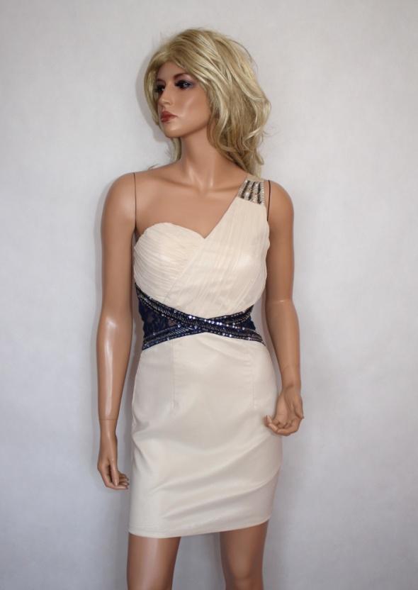 Efektowna sukienka z koronką...