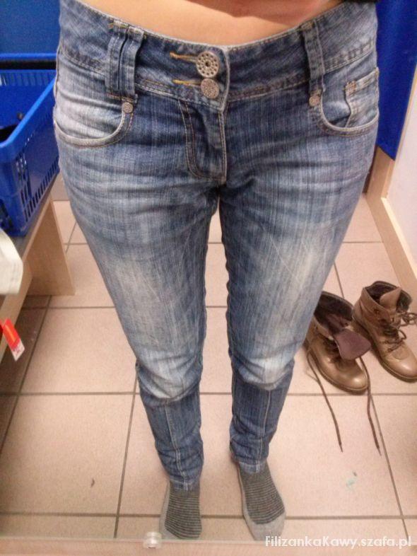 spodnie z przeszyciem...
