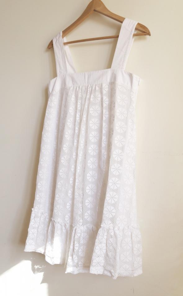 Biała sukienka faktura siateczki