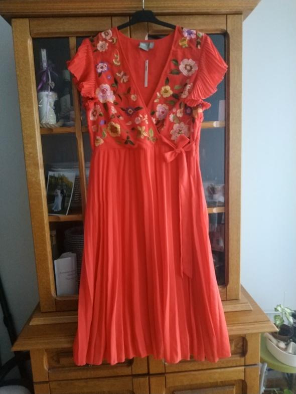 Śliczna Sukienka ASOS...