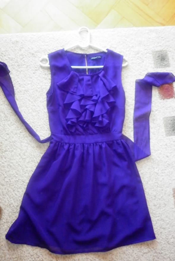 Suknie i sukienki sukienka z żabotem