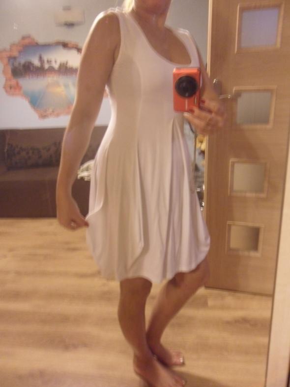 biała sukienka na lato asymetryczny dół