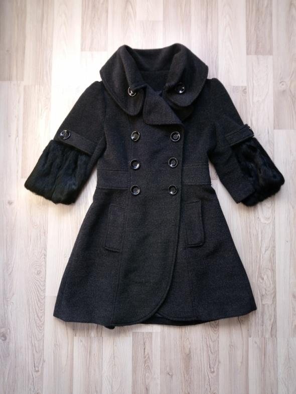 Elegancki czarny rozkloszowany płaszczyk przejściowy płaszczyk ...
