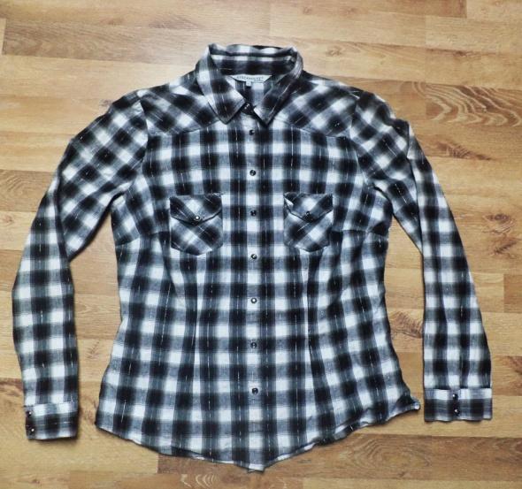 Koszula w biało czarną kratke