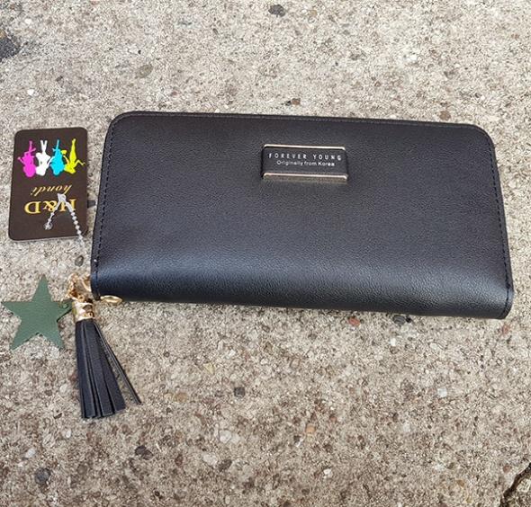 Czarny pojemny portfel