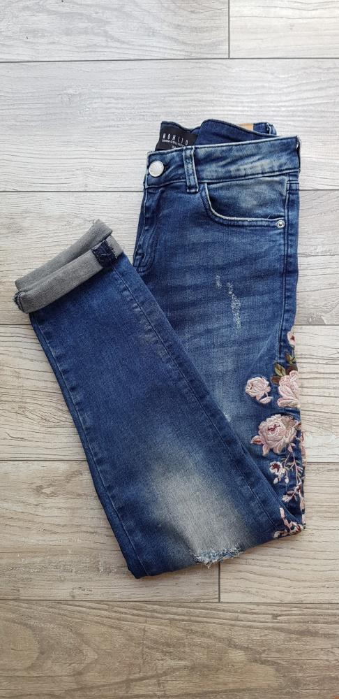 Spodnie Spodnie Mohito jeansy dziury hafty boyfriend