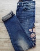 Spodnie Mohito jeansy dziury hafty boyfriend...