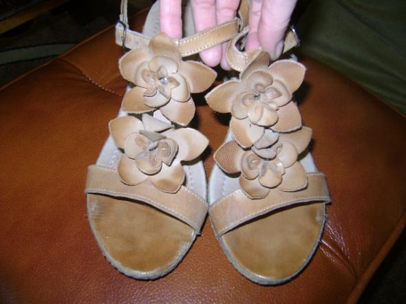 Sandały sandałki na koturnie Lasocki 38