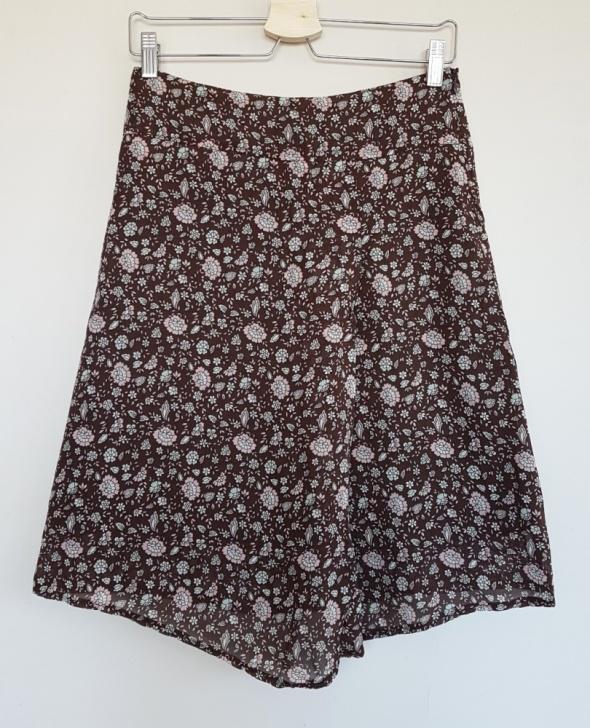 Spódnice Asymetryczna spódnica Orsay brązowa w miętowe i różowe kwiatuszki XS 34