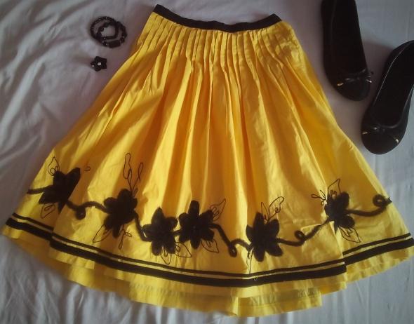 żółta śliczna spódnica kwiaty