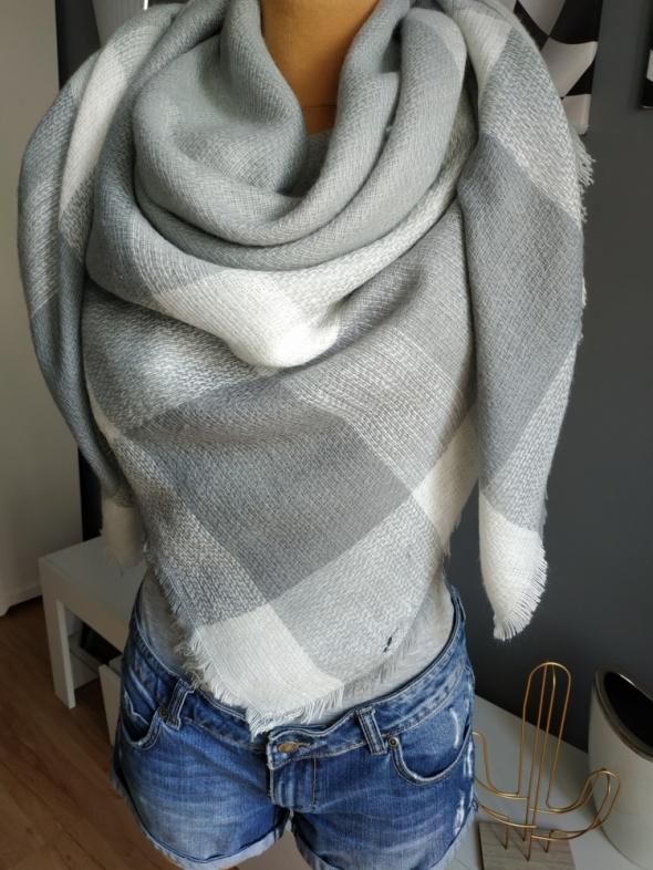 Nowa szaro biała ciepła chusta