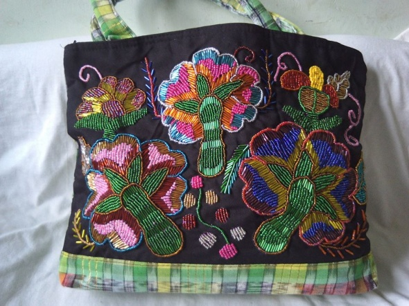 torebka z Indii haftowana koralikami