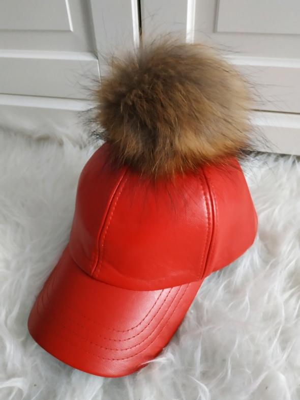 NOWA skórzana czapka z pomponem z jenota
