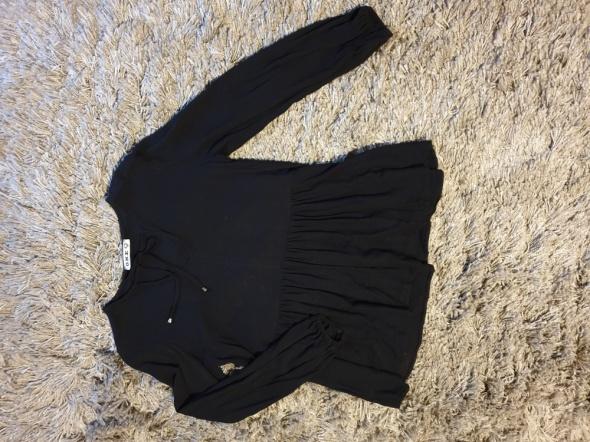 Czarna bluzka z falbanką
