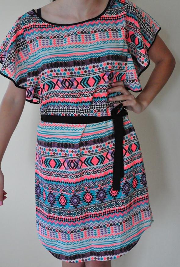 Sukienka tunika w azteckie wzory Stradivarius
