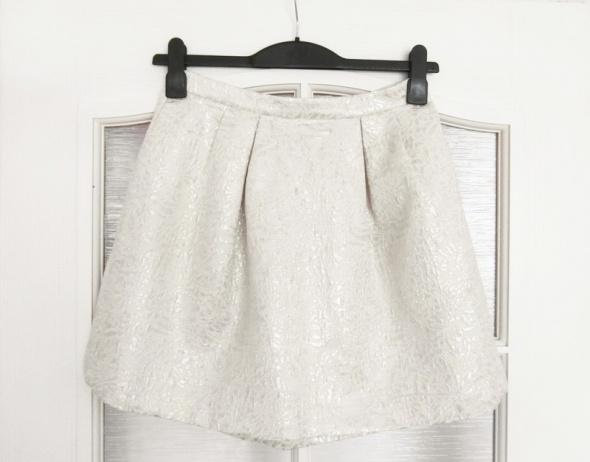 Żakardowa rozkloszowana spódnica H&M