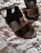 Sandały na gumce