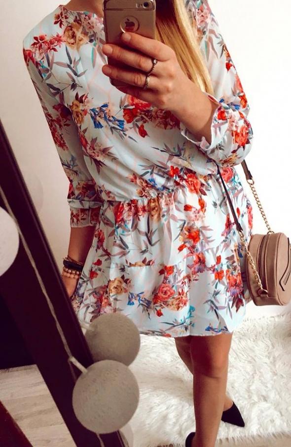 Błekitna sukienka Damska w kwiatki S