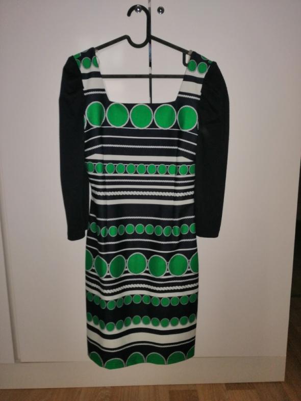 Śliczna wzorzysta Sukienka