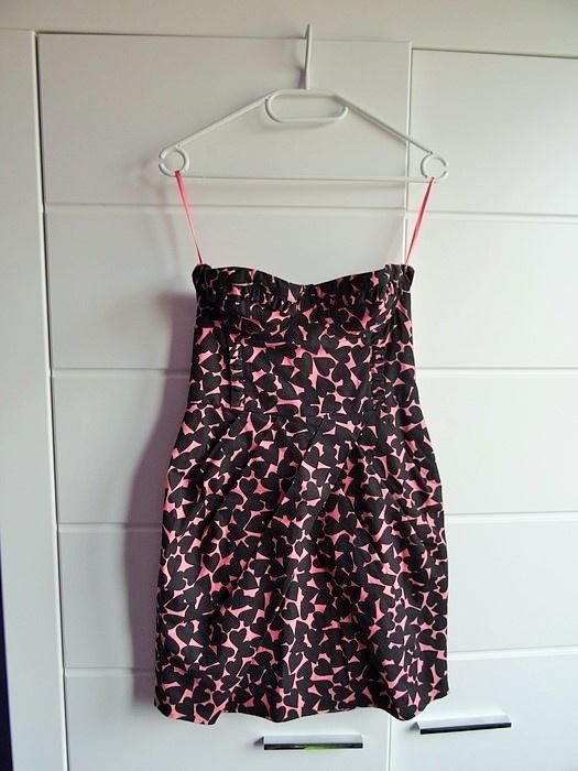 Różowo czarna sukienka H&M w serduszka serca