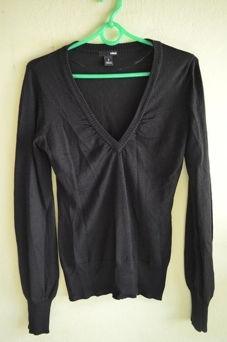 czarny sweterek dekolt V HM 36
