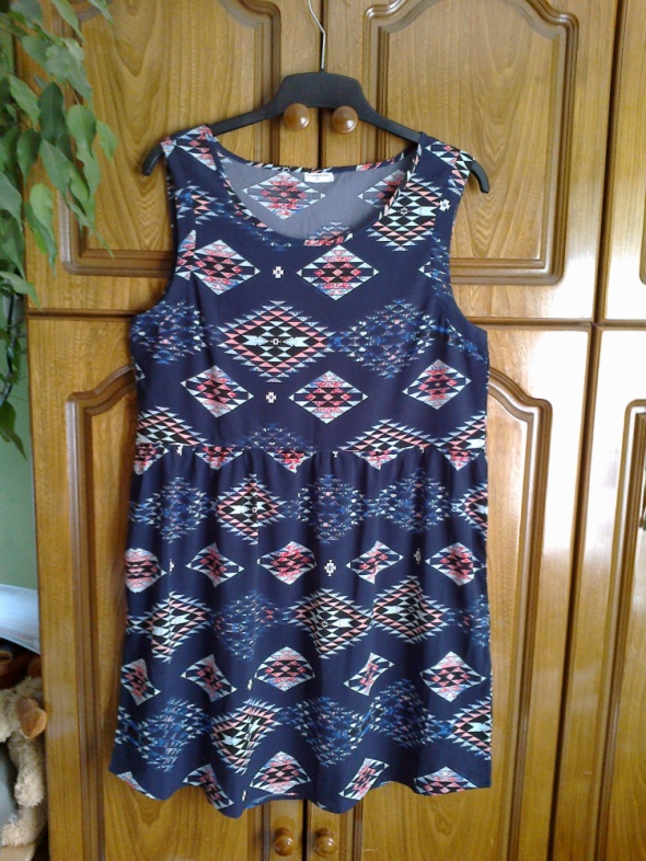 Jacqueline de Young granatowa sukienka wzory geome...