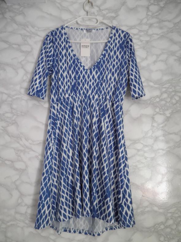 Overmal nowa biało niesbieska sukienka wzór romby asymetryczna 40 42