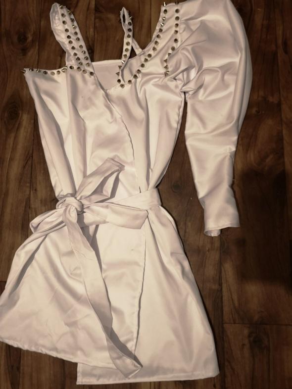 Sukienka biała złote ćwieki...