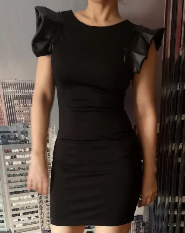 Sukienka mini czarna że skórą...