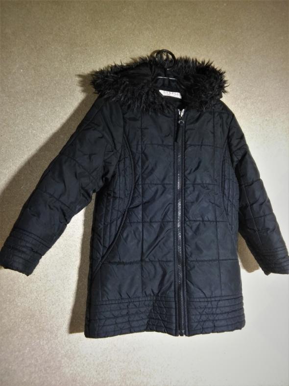 Czarny pikowany prosty płaszczyk z kapturem 110 116 cm 5 6 lat
