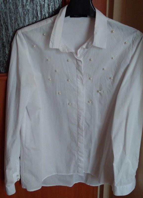 Biała koszula z perełkami