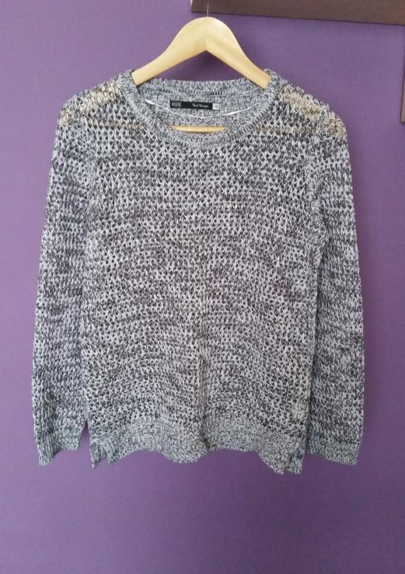 Szary sweter ażur House
