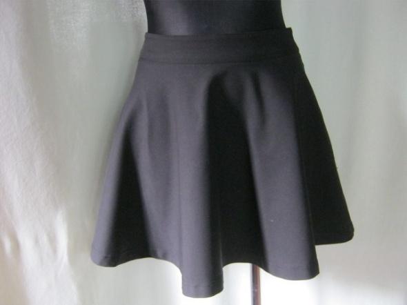 czarna rozkloszowana spódnica 36...