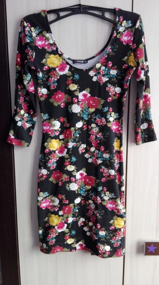 Dopasowana sukienka w kwiaty Terranova XS