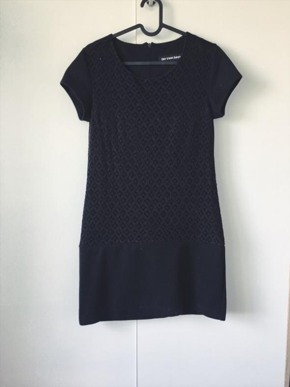 mała czarna klasyka wyszywana sukienka koronka 38 M