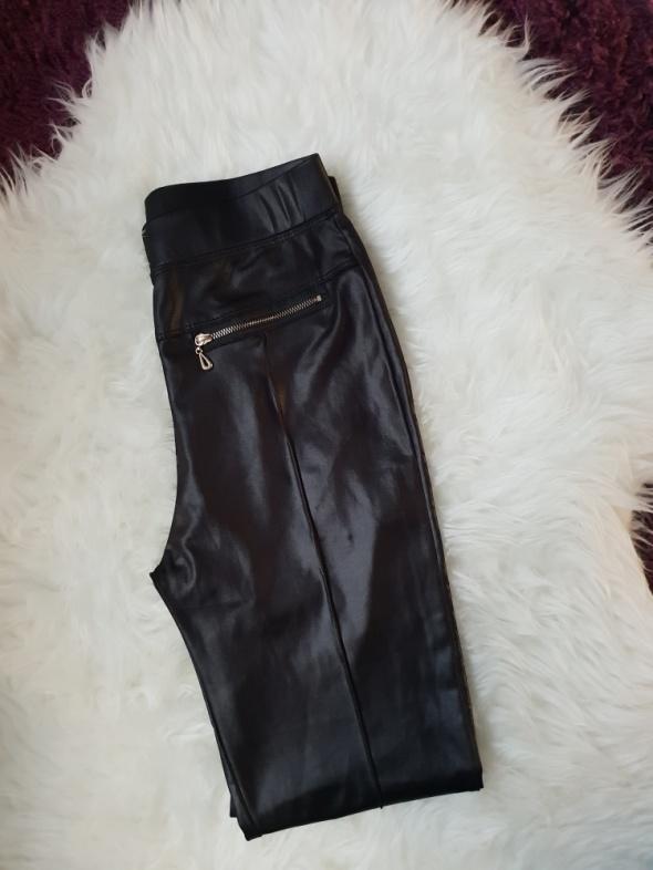 Czarne skórkowe legginsy M L