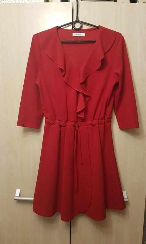 Czerwona sukienka Reserved M