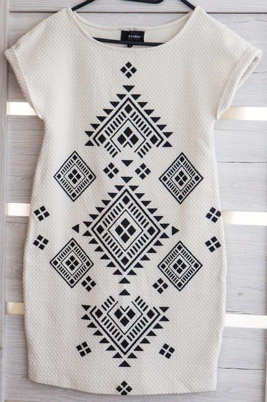Biała sukienka aztec...