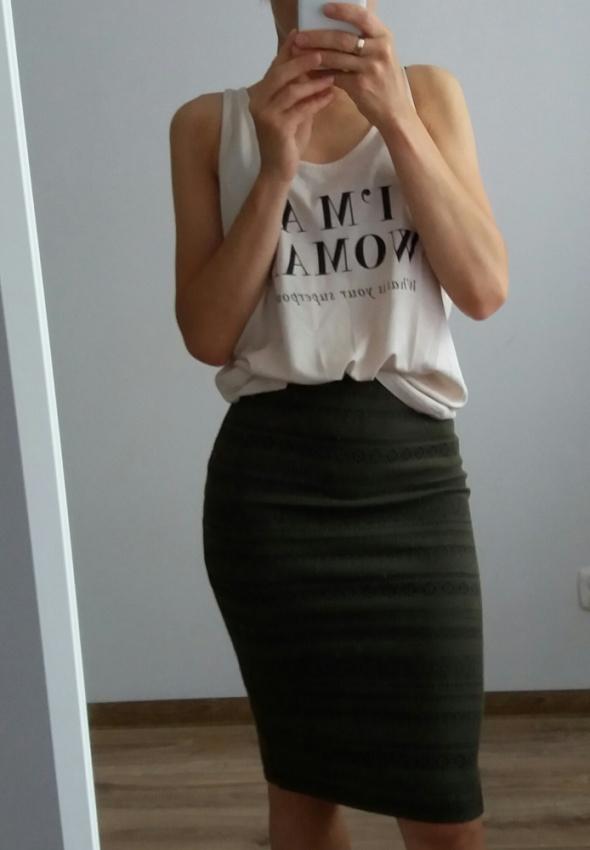 Ołówkowa elastyczna spódnica firmy bershka