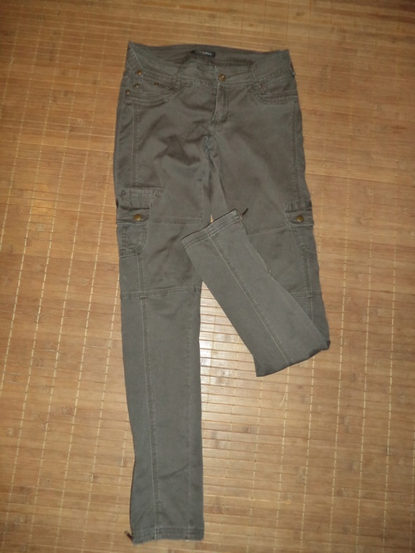 Spodnie bojówki militarne khaki...