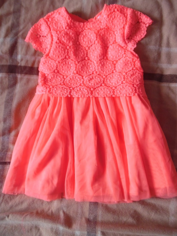 Piękna neonowa sukienka 104
